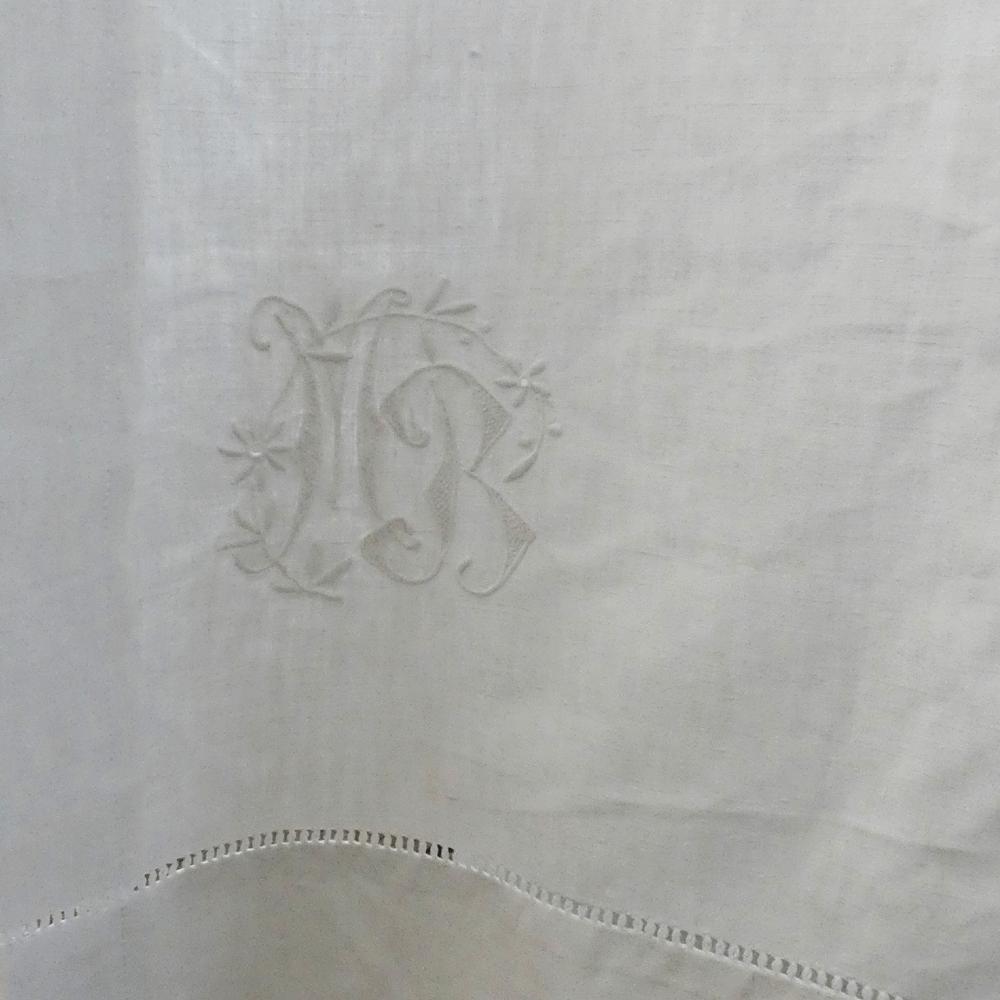 Les rideaux des salles d'eau de La Maison Bès