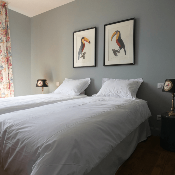 La chambre bleue avec deux lits de 90 x 190.